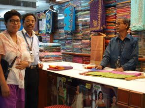 Sara köper sari