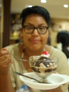 Till efterrätt blev det glass med körsbär!